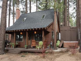 2BR Charming Mountain Cabin + Private Hot Tub, South Lake Tahoe, Sleeps 6 - South Lake Tahoe vacation rentals