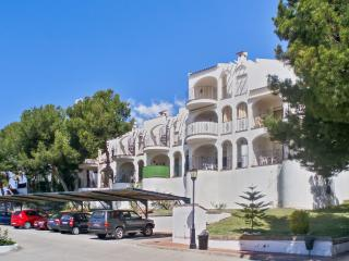 Contemporary apartment in Peniscola with 2 bedrooms, sun terrace, pool and sea views - Castellon Province vacation rentals