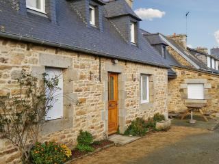 Idyllic house on the Cotes-d'Armor, Brittany, with central heating and garden – sleeps 6 - Tredrez-Locquemeau vacation rentals