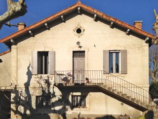 """""""Maison Jeanette"""" – bright and stylish house by the Luberon with 2 bedrooms, garden and pool - Cadenet vacation rentals"""