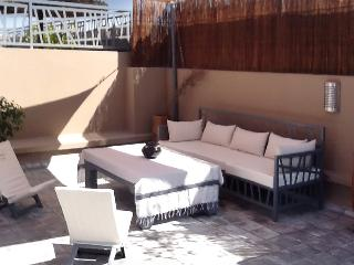 "Contemporary ""riad"" in central Marrakesh, nice for golfe lover w/ terrace – 500m from Saadian Tombs - Marrakech vacation rentals"
