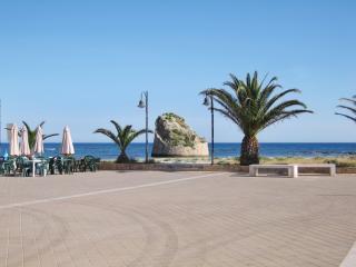 Villa al Mare – spacious villa by the Salento coast with sea view, sleeps 10 - 50m from the beach! - Torre Pali vacation rentals