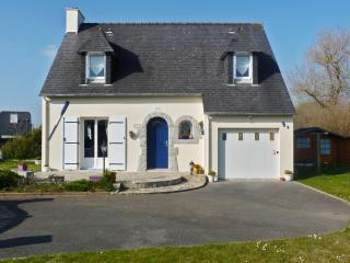 Enchanting villa in the Finistère with garden & WiFi, 20min from Quimper, 50 metres from Larvor beac - Loctudy vacation rentals