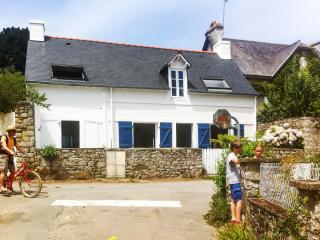 Stylish island house in Île-aux-Moines with stunning sea views, 250m from the beach - Ile-aux-Moines vacation rentals