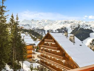 Bright and cosy apartment in Meribel with balcony and mountain views, sleeps 8 + 2 - Meribel vacation rentals