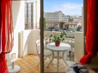 Stylish studio apartment near the centre of Nimes with sunny balcony and private parking - Nîmes vacation rentals