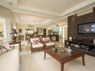 Charming 5 bedroom Home in Jurerê International - State of Santa Catarina vacation rentals