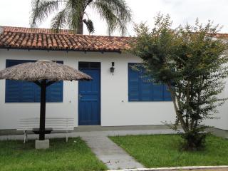 casas s em condominio proximo do mar - Ponta das Canas vacation rentals