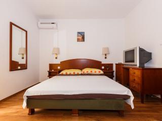 Apartments Sandra - 39741-A2 - Okrug Donji vacation rentals
