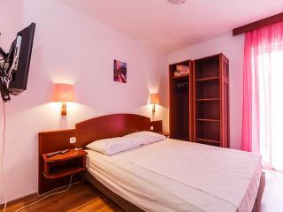 Apartments Sandra - 39741-A3 - Okrug Donji vacation rentals