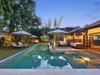 LUXUS SEMINYAK HUGE 4 BEDR VILLA CENTRAL / BEACH - Bali vacation rentals