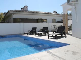 Preciosa casa con piscina en Empuriabrava - Empuriabrava vacation rentals