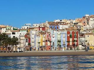 Family-friendly apartment on the Costa Blanca with air con & balcony, 10-minute walk from the beach! - Orxeta vacation rentals