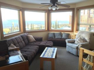 5922C Snow Pine Cres.2 Bdrm Chalet Private Hot Tub - Big White vacation rentals