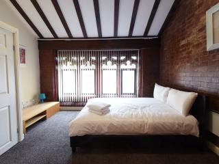 Budget 3 Bed Near City Cleeps 8 (lc) - Manchester vacation rentals