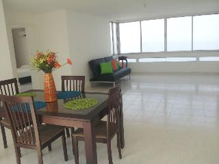 Hear the waves! Oceanfront 2BR Apt Beautiful Views - Cartagena District vacation rentals