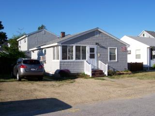 Seabrook Beach NH 2-Units/AC/WiFi/Grills/Parking - Seabrook vacation rentals
