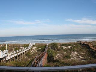Ocean Front, Sleeps 10, 4 Bedroom, WiFi, Flat Screens, Private Beach Access - Crescent Beach vacation rentals
