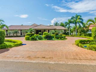 Las Lomas 7 - Private Pool, Maids & Ocean View - La Romana vacation rentals