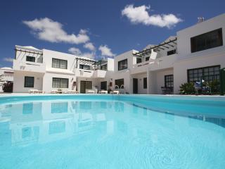 Apartment Oasis de los Zafiros - Puerto Del Carmen vacation rentals