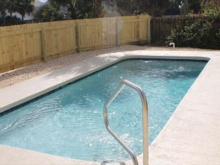 Atlantic Splash, Pet Friendly, 3 Bedroom, 2 1/2 Baths, Sleeps 10, Private Poo - Saint Augustine vacation rentals