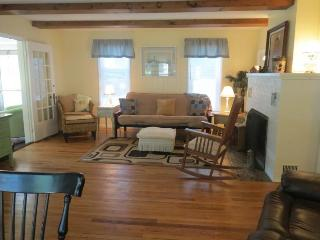 Cozy Country Cottage PineLake - LaPorte vacation rentals