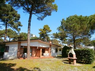 Villetta bifamiliare con giardino - Lignano Pineta vacation rentals