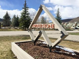 Modern condo on golf course, mountain views! - Beaver Creek vacation rentals