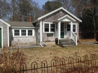 2 BEDROOM COTTAGE in NEW SILVER walk to beach 125845 - North Falmouth vacation rentals