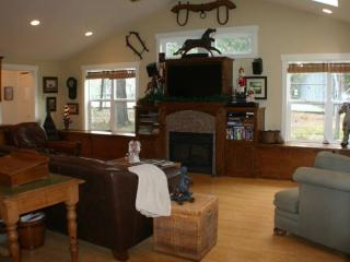 Affirmation Cottage Rental, Art Studio/Gallery - Sierra Village vacation rentals
