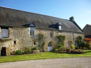 Family-Friendly, private garden, beautiful site. - Thury-Harcourt vacation rentals