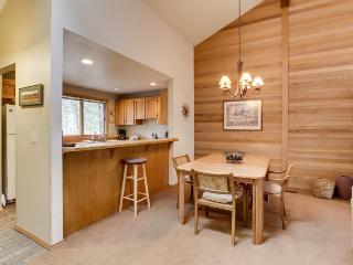 Forest views with community pool, tennis, and more! - Sunriver vacation rentals