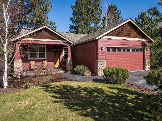 Lovely Craftsman home accented with Stickley furniture, hardwood floors! - Bend vacation rentals