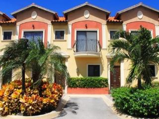 Gold Coast Luxury One Bedroom Townhouse at Malmok - Malmok Beach vacation rentals