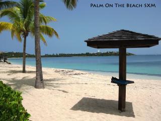 Delightful studio on the beach in luxury residence - Baie Nettle vacation rentals