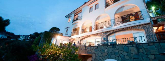 SPECIAL OFFER: Italy Villa 147 An Elegant Three-story Waterfront Property, Built Only 400 Meter From The Beach. - Sorrento vacation rentals