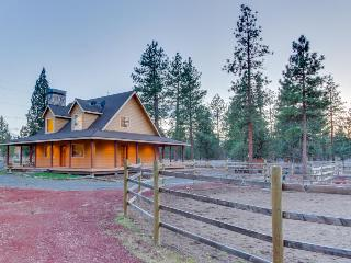 On two fenced acres - bring the dogs and your horses! - Sisters vacation rentals