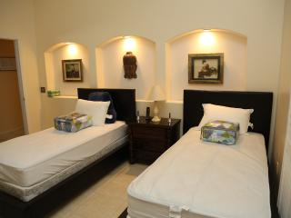 Beautiful, very clean and peaceful ambiance - Cathedral City vacation rentals