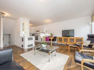 BEAUTIFUL VIEWS! **Heart of LONDON** - TUBE 2 min - London vacation rentals