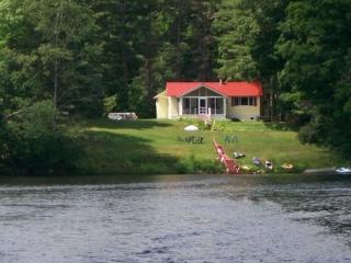 Lakefront Cottage Amazing Views, Kayak, Paddleboat - Wells vacation rentals