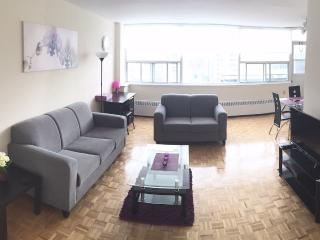 HUGE suite furnished + net & cable PRIME area 15FL - Toronto vacation rentals