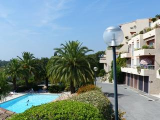 Sea & Mountain View Apartment inResidence wid pool - Vence vacation rentals