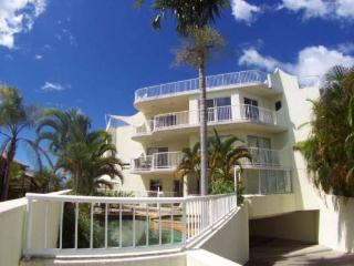 Unit 4, Coolum Sands Apartments, Coolum Beach, $200 BOND - Sunshine Coast vacation rentals