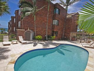 Unit 7, Coolum Cove, Coolum Beach, $200 BOND - Coolum Beach vacation rentals