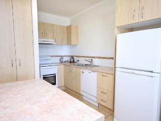 Unit 9, Biriny Lodge, Coolum Beach, $200 BOND - Coolum Beach vacation rentals