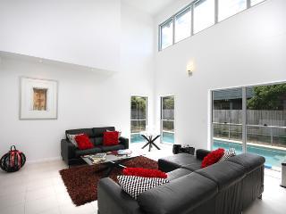 10 Pavilion Court Mudjimba, $500 BOND - Maleny vacation rentals