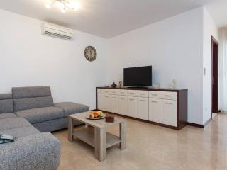Beautiful 3* apartment 10 meters from the beach 2 - Marina vacation rentals