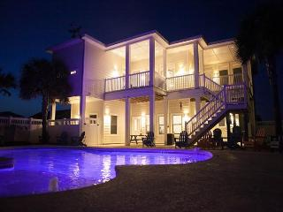 Tipsy Turtle, sleeps 18, 3 bedroom, 3 bathroom, PRIVATE Pool, Play Area, Pets - Port Aransas vacation rentals
