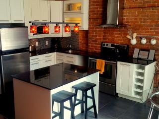 Beautiful 2bdrm close to everything! - Quebec vacation rentals