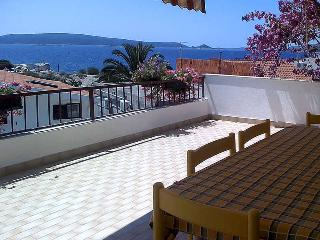 Apartment Mareas 6 for 5 with terrace and sea view - Okrug Donji vacation rentals